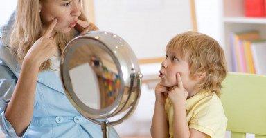 تأخر الكلام عند الطفل (أسباب وعلاج تأخر الكلام عند الأطفال)