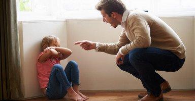 تأثير تعامل الأهل السلبي على الطفل