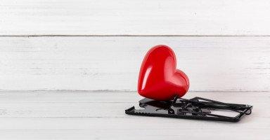 كيف تتعاملين مع الابتزاز العاطفي وتواجهين المبتز؟