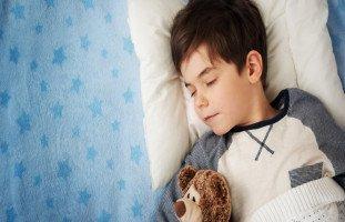 تنظيم نوم الطفل وأهمية النوم المبكر للأطفال