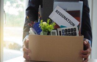 الاستقالة من الوظيفة وترك العمل