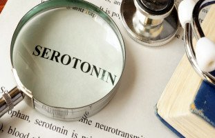 فوائد هرمون السيروتونين والآثار الجانبية لهرمون السعادة