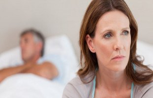 """""""زوجي مقصر في العلاقة"""" أسباب تقصير الزوج في العلاقة الجنسية"""