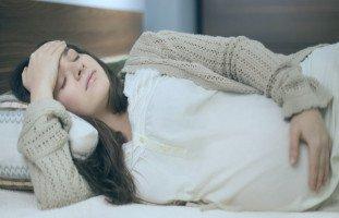علاج الصداع للحامل بالطرق الطبيعية والأدوية