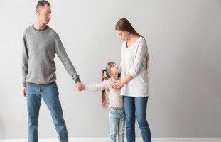كيف تربي أطفالاً سعداءَ بعد الطلاق؟... كيفية التعامل مع الطفل بعد انفصال الأبوين