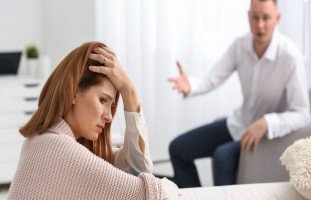 أسباب الخلافات الزوجية المستمرة وطرق حلِّها