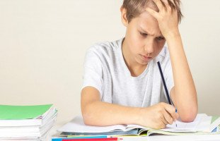 صعوبات الكتابة عند الأطفال (Dysgraphia) وعلاجها