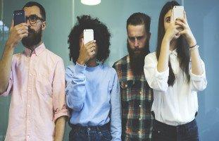 تأثير الإنترنت على التواصل الاجتماعي المباشر