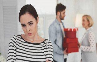 كيف أجعل زوجي يهتم بي أكثر من اهتمامه بأهله؟