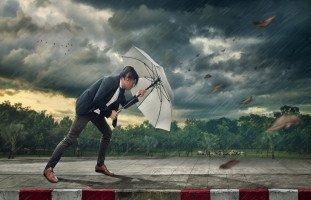 رمز العاصفة في المنام وتفسير حلم الهروب من العاصفة