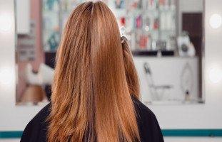 أفضل أنواع فرد الشعر وتقنيات تنعيم الشعر المجعد