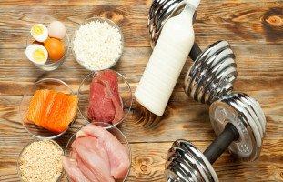 أفضل 10 أطعمة لزيادة حجم العضلات بسرعة