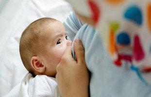 تفسير حلم إرضاع طفل للمتزوجة وللحامل والرضاعة في المنام