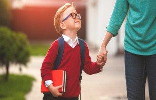 إقناع الطفل بالذهاب إلى المدرسة (كيفية ترغيب الطفل في الروضة)