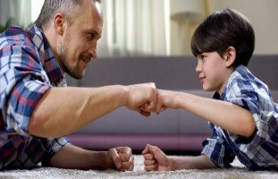 التعامل مع أبناء الزوجة ودور زوج الأم في التربية