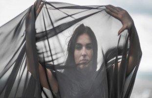 تفسير الملابس الشفافة في المنام وحلم لبس ثوب شفاف