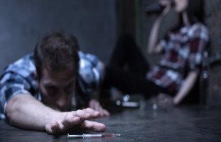 قصص حقيقية عن المخدرات وتجارب مؤلمة لمدمنين وأسرهم