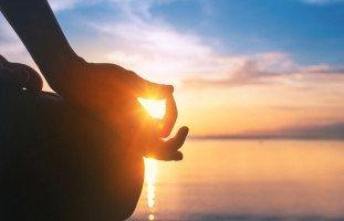 تأثير التأمل على الصحة والسعادة
