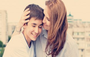 علاقة المراهق مع والدته وتأثير الأم على شخصية ابنها