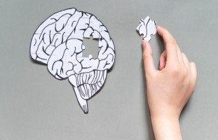أسباب وأعراض فقدان الذاكرة النفسي وطرق العلاج