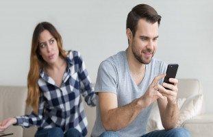 سكوت الزوجة عن الخيانة! هل ينجح التجاهل الإيجابي؟