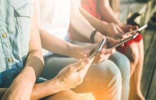مشكلة إدمان الهواتف الذكية، إحصائيات ودراسات