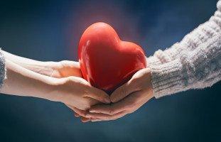 معنى التضحية في الحب وأشكال التضحية من أجل من تحب