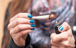 أضرار المخدرات على المرأة وتأثير الإدمان على النساء