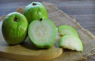 فوائد الجوافة للحامل ونصائح أكل الجوافة خلال الحمل
