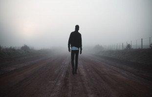 تفسير رؤية المشي في المنام ورمز حلم المشي بالتفصيل