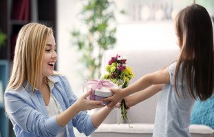 """""""هدايا عيد الأم"""" أفكار واقتراحات هدايا عيد الأم 2020"""