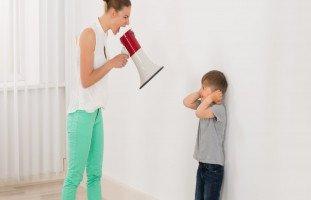 تأثير الصراخ على الطفل وهل الصراخ أفضل من الضرب!