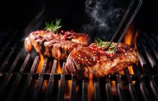 اللحم في المنام وتفسير حلم أكل اللحمة النيئة والمطبوخة