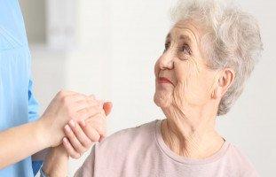 أهمية رعاية المسنين وطرق العناية بكبار السن