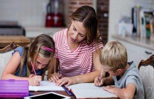 كيف أدرس ابني في البيت؟ فوائد الدراسة المنزلية