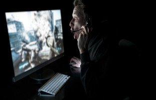 أسباب اضطراب الإدمان على ألعاب الانترنت وعلاجه