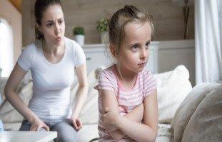 كيف تقنع الأم طفلها بسماع كلامها من المرة الأولى؟