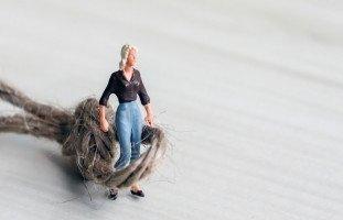 متى تقلل المرأة من قيمتها الذاتية؟