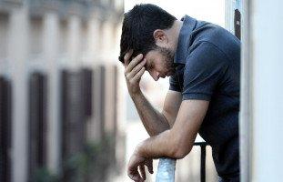الفرق بين الأفكار السلبية والاكتئاب وطرق علاجهما