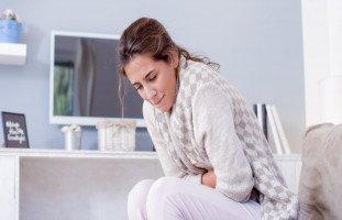 أسباب وعلاج ألم البطن أثناء الدورة الشهرية وبعدها