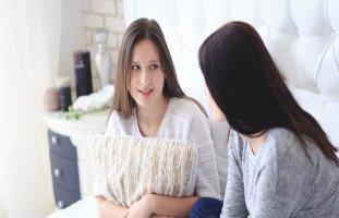أهمية دور الأم في حياة ابنتها المراهقة