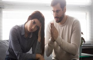 علامات ندم الزوج بعد الخيانة ولماذا قد لا يندم!