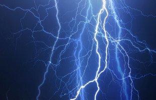 البرق والرعد في المنام وتفسير رؤية الرعد والبرق في الحلم بالتفصيل