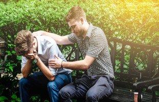 كيف أساعد صديقي الحزين على الخروج من حزنه؟