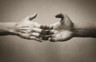 أسباب قلق الانفصال عند الكبار وطرق العلاج
