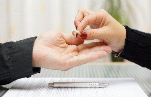 الطلاق بسبب الخيانة الزوجية والانفصال عن الزوج الخائن