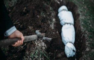 تفسير حلم الدفن ورؤية دفن الميت والحي في المنام