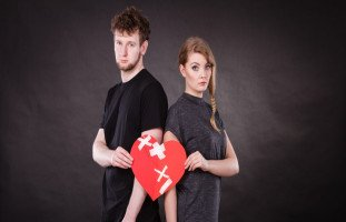 استمرار الزواج بعد الخيانة ومعاملة الشريك الخائن