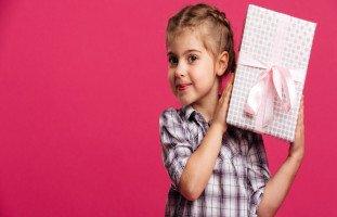 اختيار هدية للطفل وتأثير الهدايا على تربية الأبناء
