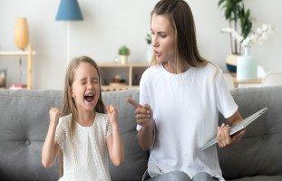 كيف يفسد الأهل تربية أبنائهم؟ أخطاء الأهل بالتربية